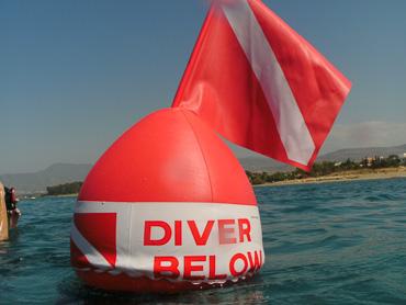 Amphitheatre sea diver below sign at sea level