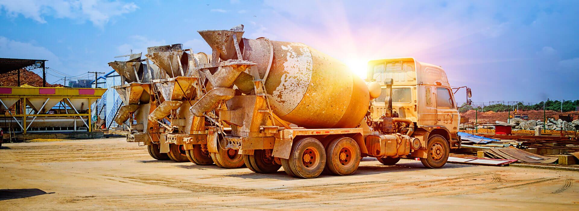 3 cementmolenwagens in de zon