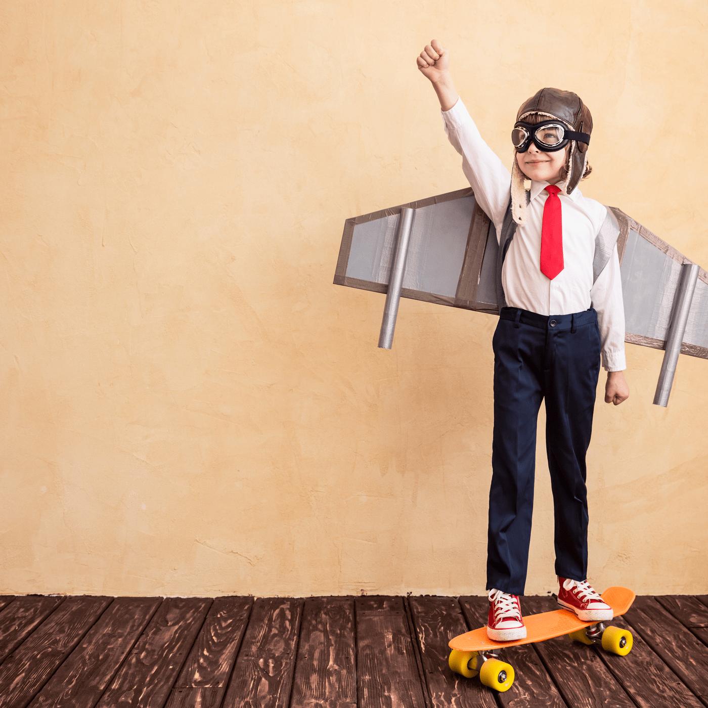 Kind als vliegtuig verkleed