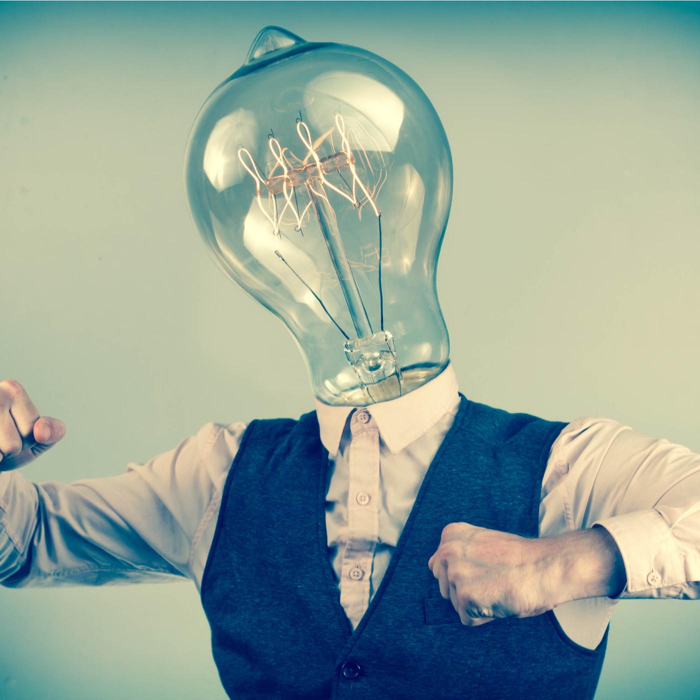 Mens met lamp als hoofd