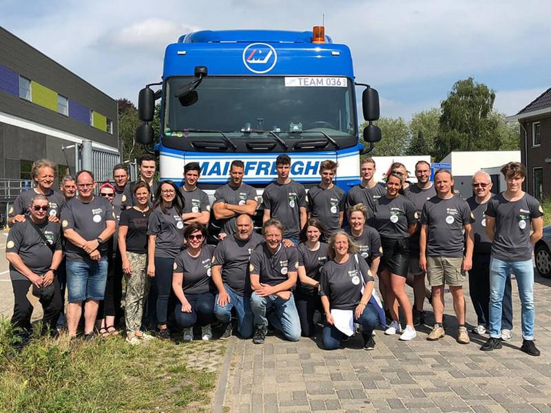 Team Graafschapcollega Moves voor voorkant vrachtwagen van Mainfreight