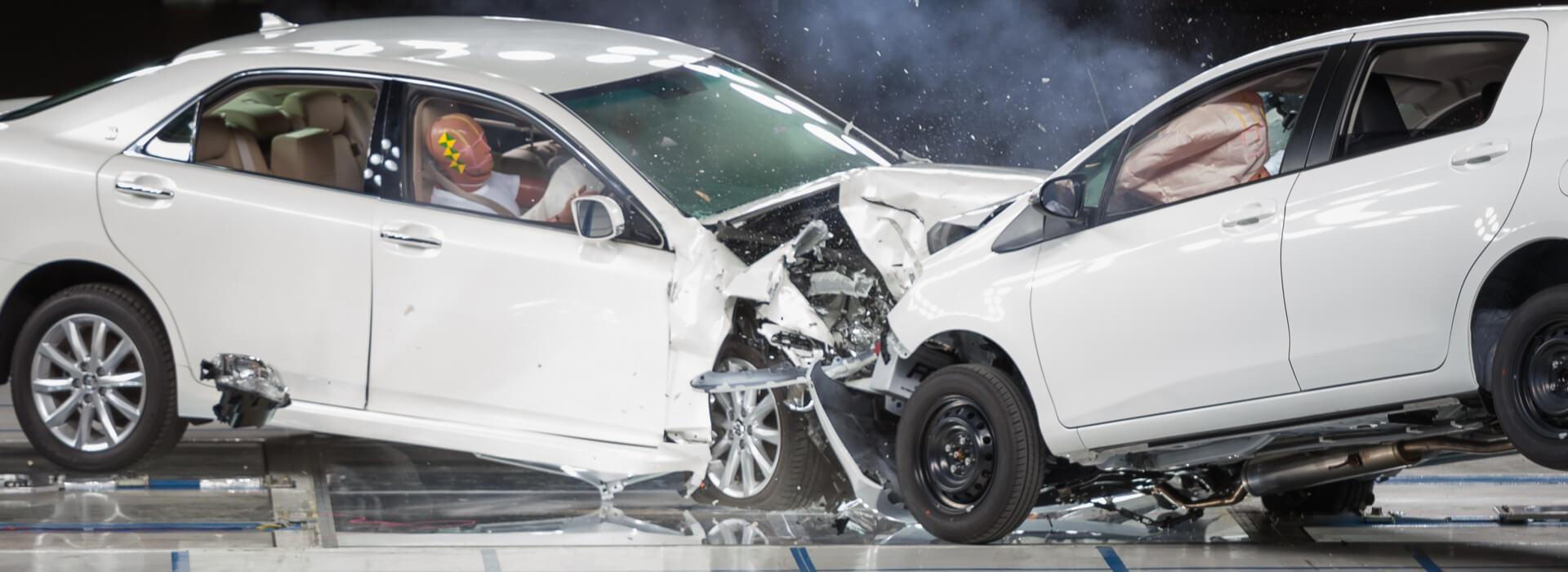 Testen van twee autos en crash
