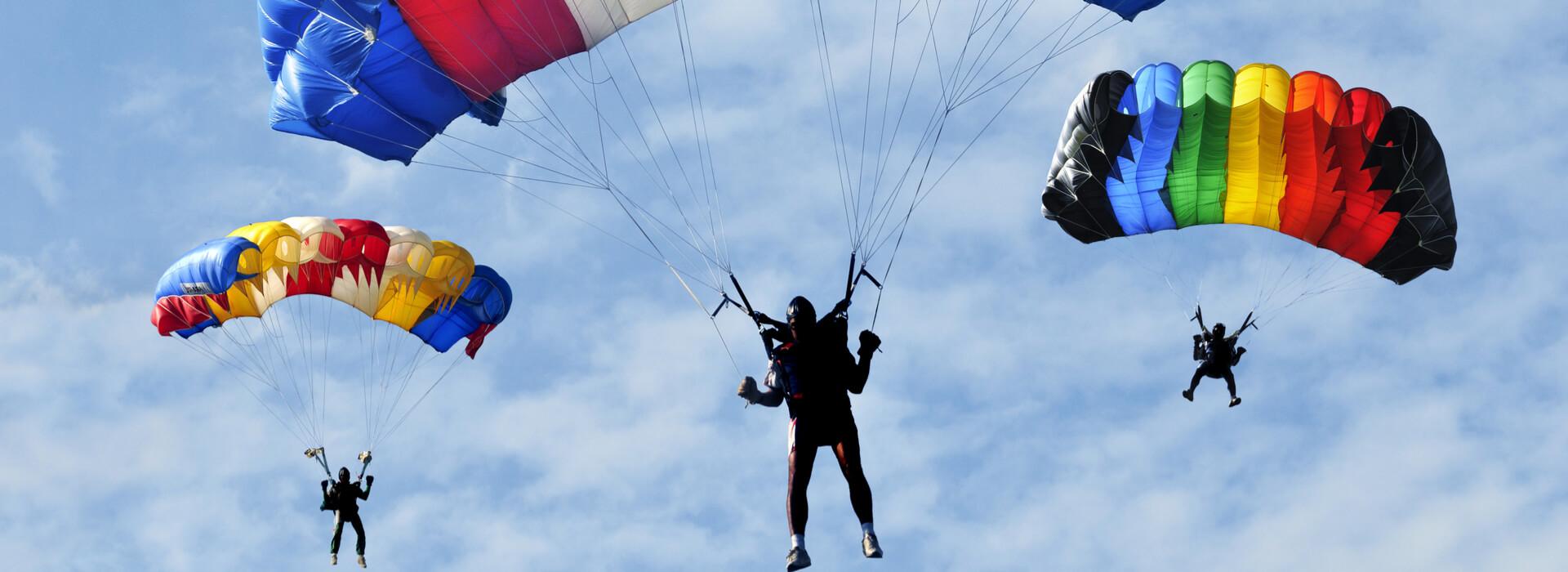Parachutisten kleurrijk