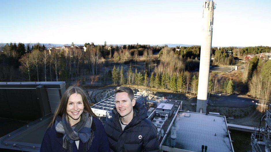 HER KOMMER DET BY: Byplanelggerne Karen Rognstad og Frank Båtbukt har her god ustikt til den sørlige delen av Mortensrud, som de skal utarbeide planprogram for i 2016.