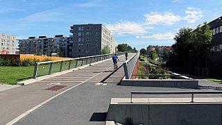 Gangbro over Grenseveien på Hasle