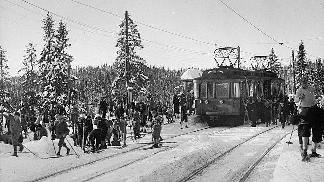 Da Holmenkollbanen ble satt i drift mellom Majorstuen og Besserud i 1898, var den Nordens første forstadsbane, og Norges første jernbanelinje med elektrisk drift (Foto: Herman Neupert).