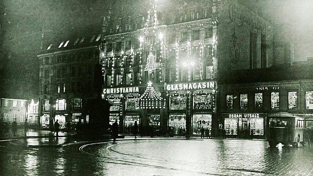 Julefasaden på Christiania Glasmagasin kåret til byens vakreste i 1928. Dette bildet er fra 1930-tallet.