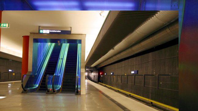 Nydalen stasjon har rulletrapper med lys-, lyd- og musikkeffekter. (Foto: Rolf Sandnes).