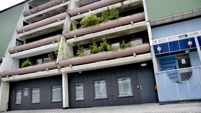 Fasadene på boligsameiet på Stovner Senter er temmelig nedslitt og skal oppgraderes i løpet av året.