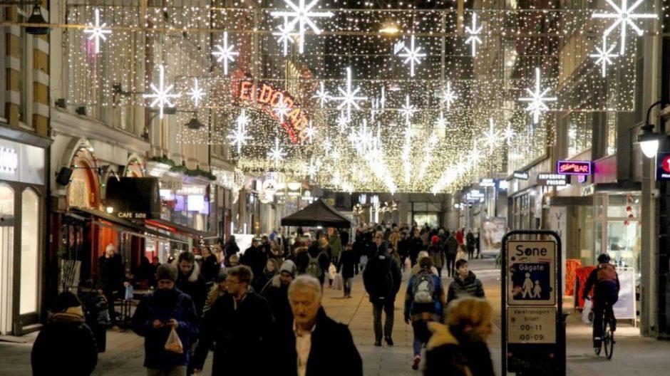 Kommunen og næringslivet har gått sammen om ny julebelysning i Oslo sentrum. Mer enn 120 000 lys skaper julestemning i Oslo-gatene.