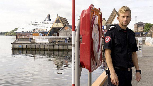 – Vi har loggført at det tok under fire minutter fra alarmen gikk på Briskeby brannstasjon til våre dykkere var i vannet ved Aker brygge, forteller brann- og redningsdykkeleder Henrik Litland.