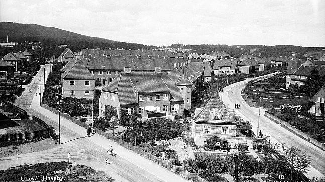 I dette bildet, tatt mellom 1925–1930, viser Vestgrensa til venstre og Sognsveien til høyre (Foto: Oslo Museum).