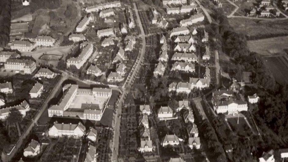 Flyfoto fra ca. 1930 -1940. Ullevål skole og Damplassen til venstre i bildet.