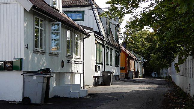 Trehusbebyggelsen i Enebakkveien er 150 år og regulert til bevaring.