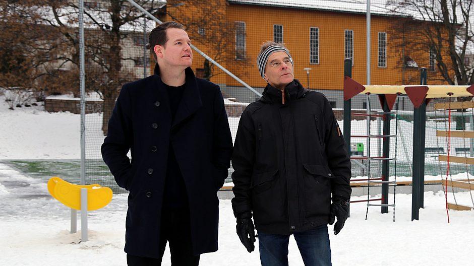 Samarbeidet mellom initiativtaker Tommy Gulliksen fra lokalmiljøet og Mads Bruun Nakkerud (til høyre) i Sagene bydel har resultert i en oppgradert og populær møteplass i Iladalen.