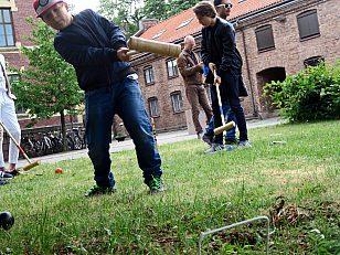 Alexander på nesten 10 har besøkt Myntgata 2 tidligere, men synes det er bedre nå som man kan leke og spille krokket.