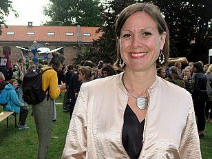 Hanna E. Marcussen, byråd for byutvikling inviterte byens befolkning på hagefest og offisiell åpning av Myntgata 2. Hun håper folk vil ta det unike byrommet i bruk.