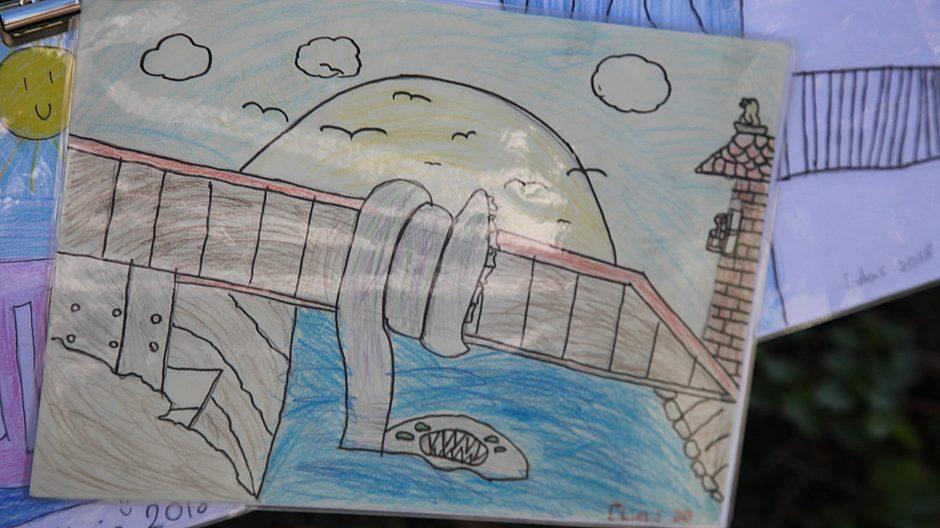 6. klasse på Lakkegata skole hadde fått i oppdrag å tegne de tre bukkene bruse.