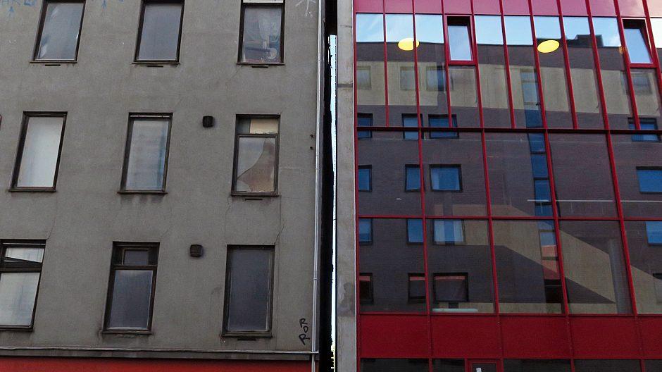 Kulturhuset Hausmania får i disse dager ny nabo. Film- og teaterhuset Vega Scene flytter snart inn i det nye, moderne, røde kulturbygget i Hauskvartalet.