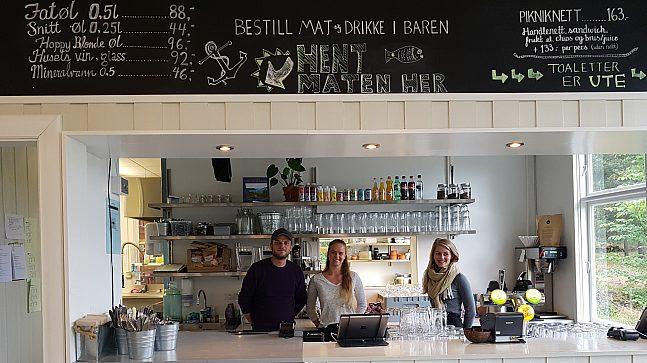 Anders Johnsen, Elin og Christine i baren på Gressholmen Kro