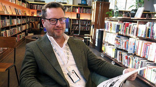 - Moderne biblioteker prioriterer ikke bøker, men setter mennesker i fokus, sier Knut Skansen, biblioteksjef for Deichman, Oslo kommunes folkebibliotek.