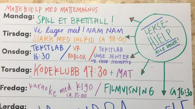 Hver uke har Biblo på Tøyen et bredt program. Sjakk med Ingrid Carlsen og scenekunst med Tekstlab er populære aktiviteter, i tillegg til leksehjelp og mattehjelp.