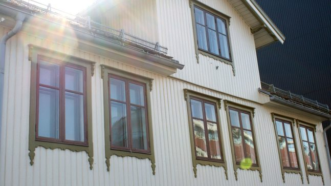 Pent bevarte, originale vinduer på et trehus er et sjeldent syn på Vålerenga. Trehusene her er bygd før byutvidelsen i 1878, deretter ble det påbudt med mur (pga. brannfare).