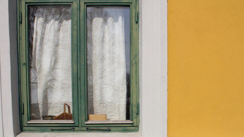 Mange av vinduene som ble skiftet på 1980- og 90-tallet, var av dårlig kvalitet og er allerede modne for ny utskiftning. De opprinnelige vinduene var laget av mye bedre materialer.
