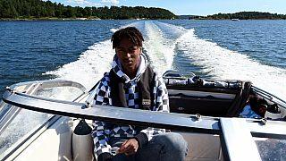 Theo på 16 har arvet båtinteressen fra sine foreldre og gleder seg til å kunne dra på båttur alene sammen med venner om noen år.