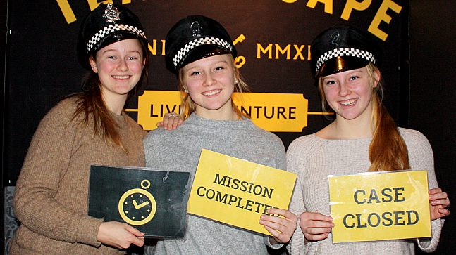 – Bare gøy! Det var ingen frykt å spore hos 16-åringene Emma Gullord og tvillingene Ida-Marie og Vilde Selmersen etter en time i Escape Room.