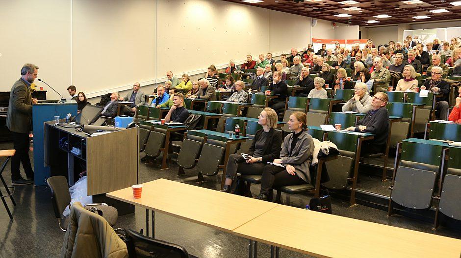 Informasjonsmøtet på Menighetsfakultetet var godt besøkt.