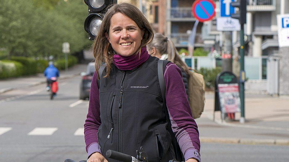 Helle Beer Urheim i bymiljøetaten jobber med å tilrettelegge Oslo for syklister. Her ved Byrute 2, som går fra Storo til Vippetangen.
