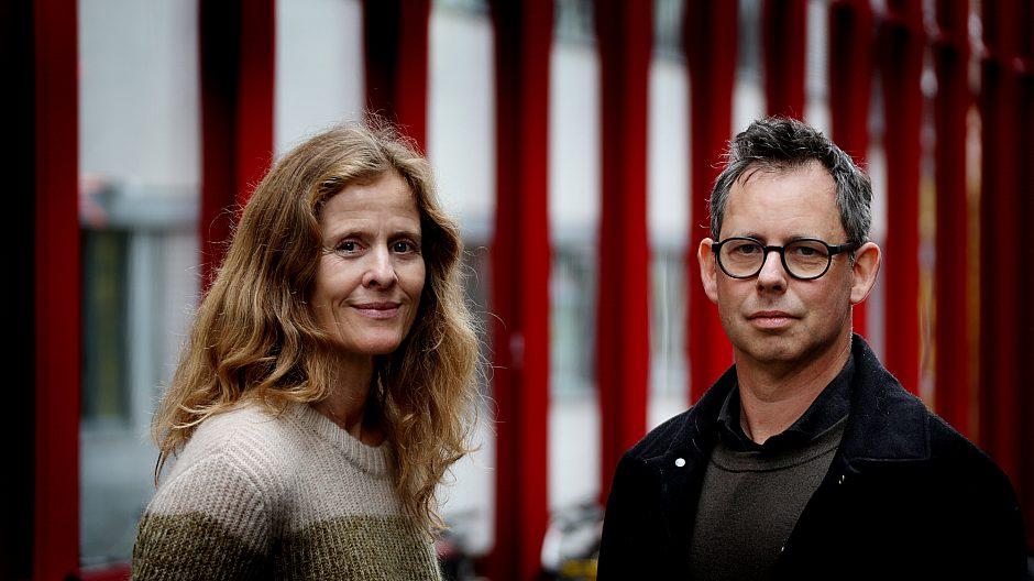 Daglig leder Unner Sande og arkitekt Odd Øverdahl foran Vega Scene