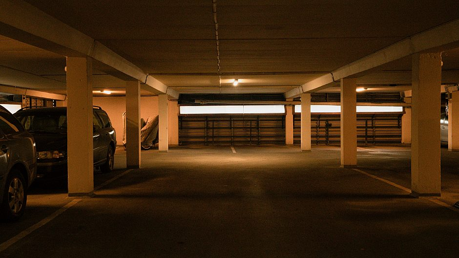 Garasjeanlegget på Røverkollen har 230 p-plasser. Den enkelte plasseier bestemmer selv om det skal monteres en ladeboks.