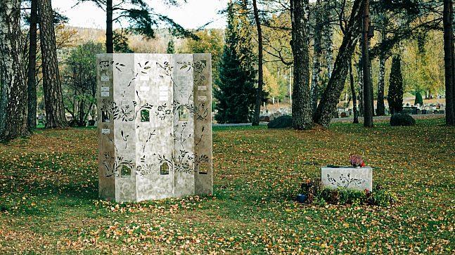 En av minnelundene satt opp på Grefsen kirkegård.