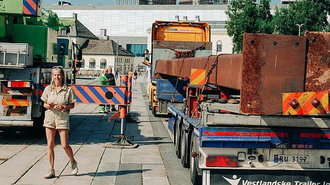 A K Dolven brukte sommeren på å få installert Untuned Bell på Rådhuskaia, så alt var klart til åpning 22. august.