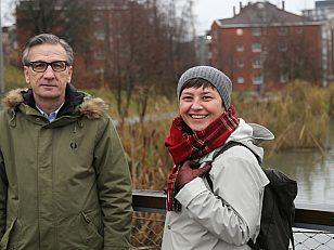 Planleggerne Ana Golub fra PBE (til høyre) og Jasmin Sajnovic fra BYM står sentralt i arbeidet med å åpne bekken også på Økern.