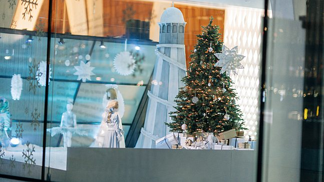 I år lager NRK og Operaen film av Nøtteknekkeren. Du finner også et eget julevindu med elementer fra Nasjonalballettens juleeventyr i vinduene på Operahuset.
