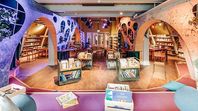 Alle Deichman-bibliotekene har nå blitt pusset opp. Vinyl og lysstoffrør har blitt erstattet med kreative og moderne elementer. Her fra Deichman-biblioteket på Grünerløkka.