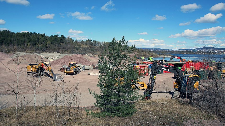 Langøyene er en fossilfri anleggsplass med drift av anleggsmaskiner som går på biodiesel, i tillegg til en elektrisk gravemaskin