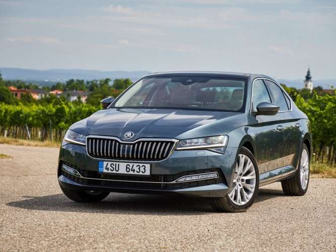 Skoda Superb Hatchback facelift