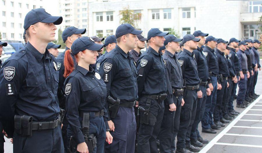 У Києві патрульні затримали чоловіка, який завдав ножові поранення волонтеру (Відео)