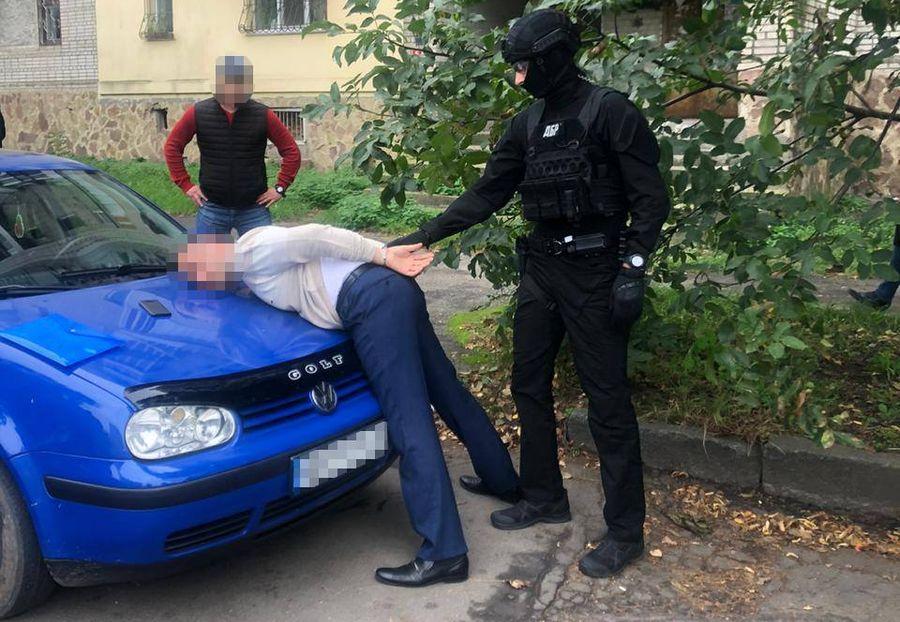 ГБР словило полицейского, требовавшего взятку в размере пяти тысяч долларов (Фото)