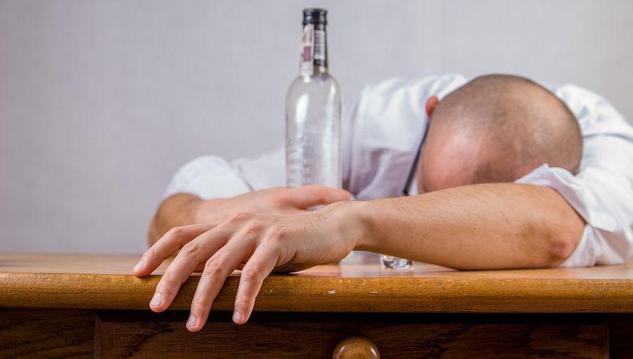 Вчені розповіли, які психічні розлади може викликати зловживання алкоголю