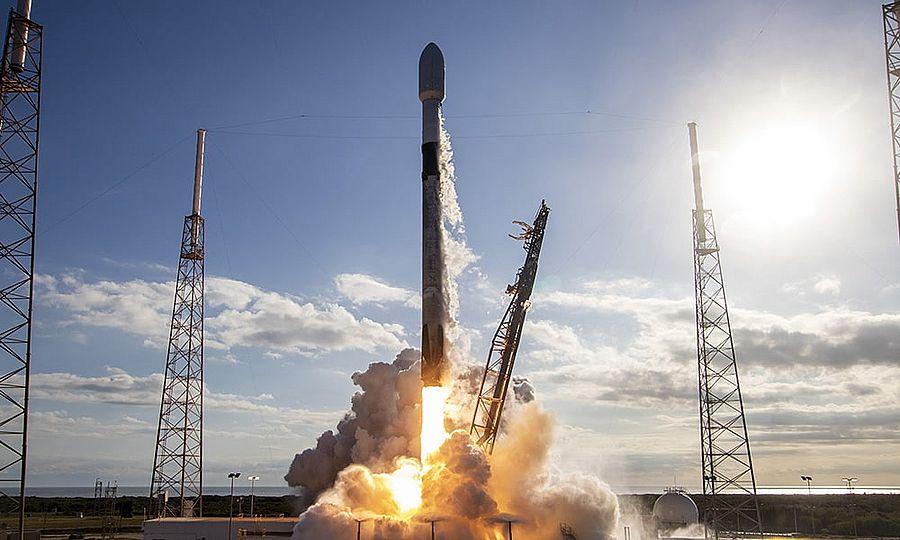 SpaceX вывела на орбиту новую группу спутников Starlink (Видео)