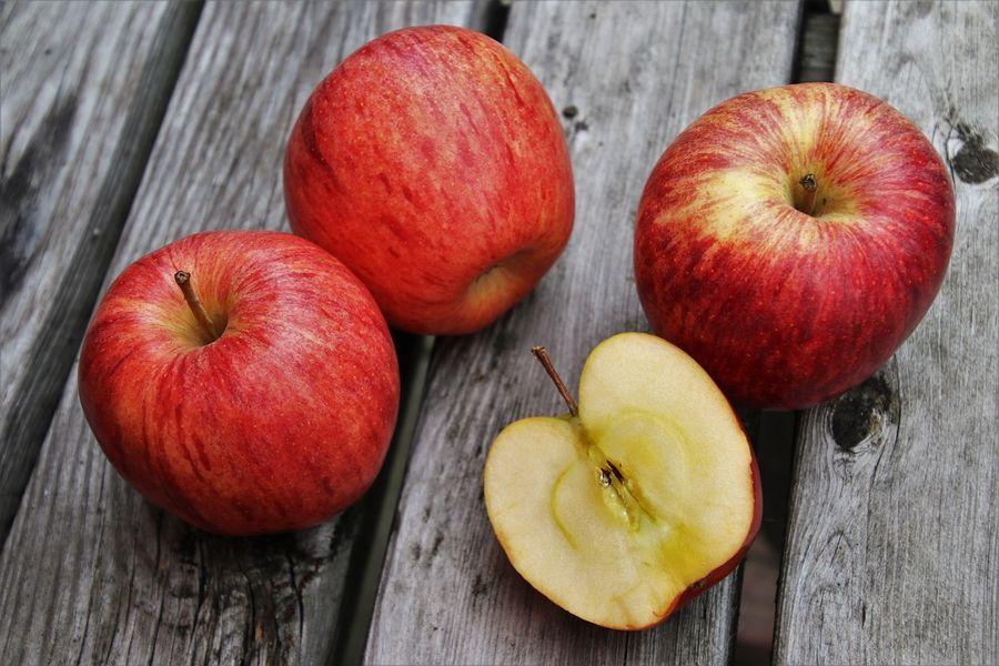 Названы продукты, укрепляющие зубы и десна