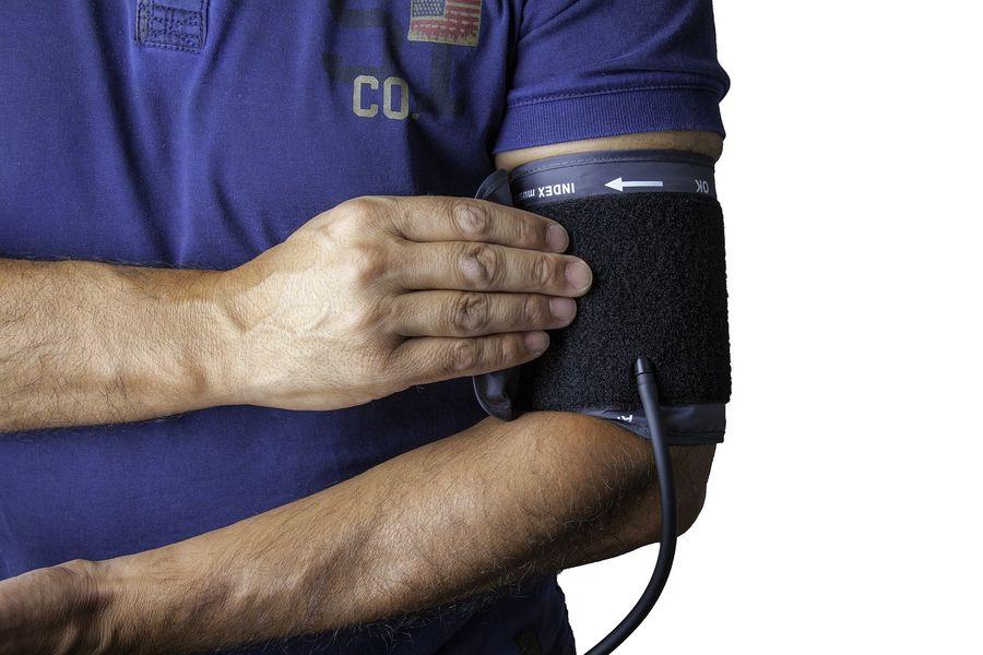 Кардіолог назвав головну небезпеку підвищеного тиску
