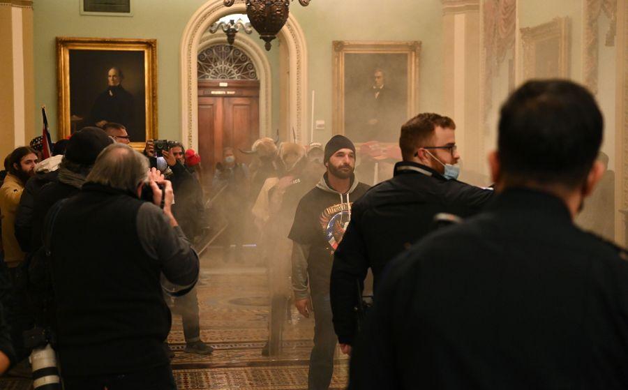 Штурм будівлі Конгресу США: в сутичках із силовиками загинули чотири людини