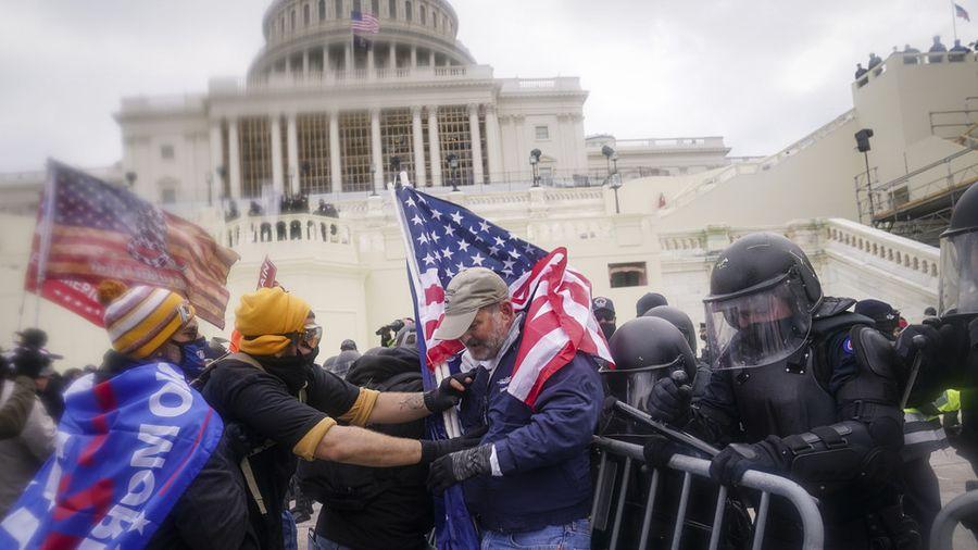 Штурм Капітолію: Правоохоронці США завели 25 справ про внутрішньому тероризмі