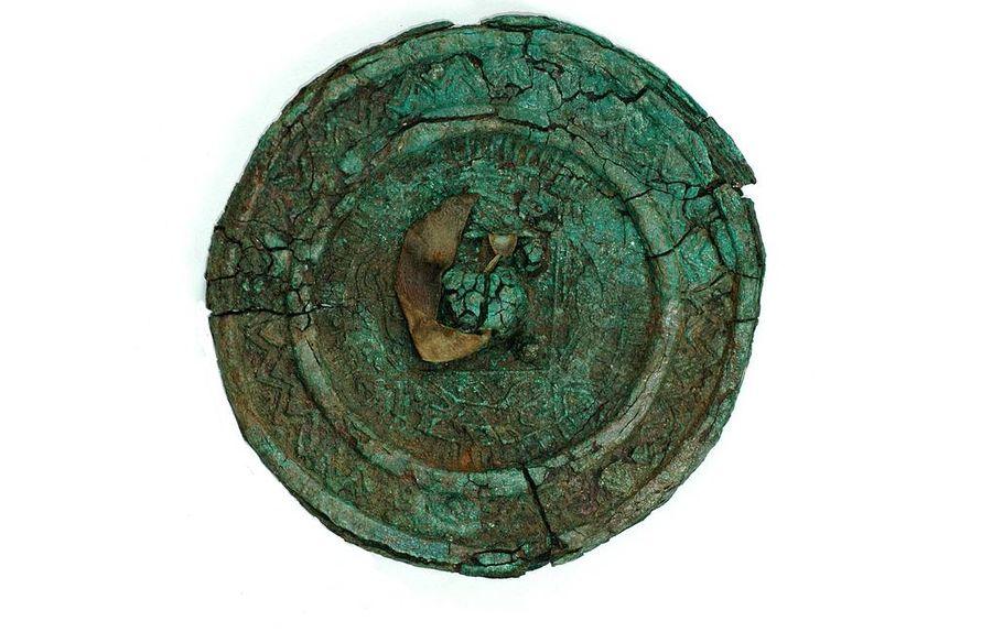 Редчайшая находка: археологи обнаружили в могиле сарматской эпохи зеркало династии Хань